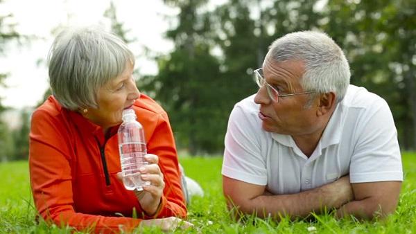 お年寄り水分補給